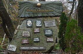 """Skała ekologów - Darłowo [Pomniki]<br><a href=""""?s=nadmorskie-poi&o=we&id_kat=46&id_m=25&id=4027"""">pokaż szczegóły punktu...</a>"""
