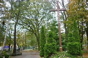 """Krzyż misyjny - ul. Żeromskiego 1 - Hel [Krzyże i kapliczki]<br><a href=""""?s=nadmorskie-poi&o=we&id_kat=105&id_m=52&id=3972"""">pokaż szczegóły punktu...</a>"""