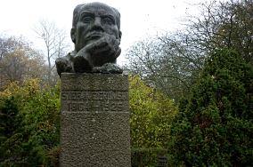 """Pomnik Stefana Żeromskiego - Rozewie [Pomniki]<br><a href=""""?s=nadmorskie-poi&o=we&id_kat=46&id_m=165&id=4755"""">pokaż szczegóły punktu...</a>"""