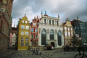 """Dwór Artusa - Długi Targ 43/44 - Gdańsk [Muzea i zabytki]<br><a href=""""?s=nadmorskie-poi&o=we&id_kat=3&id_m=35&id=2666"""">pokaż szczegóły punktu...</a>"""