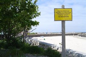 """Zachodni koniec plaży wschodniej - Kołobrzeg [Przeszkody]<br><a href=""""?s=nadmorskie-poi&o=we&id_kat=14&id_m=84&id=65"""">pokaż szczegóły punktu...</a>"""