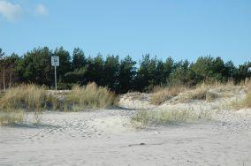 """64 - Hel [Wejścia na plażę]<br><a href=""""?s=nadmorskie-poi&o=we&id_kat=13&id_m=52&id=328"""">pokaż szczegóły punktu...</a>"""