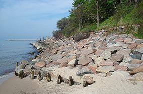 """Wschodni koniec plaży zachodniej - Kołobrzeg [Przeszkody]<br><a href=""""?s=nadmorskie-poi&o=we&id_kat=14&id_m=84&id=64"""">pokaż szczegóły punktu...</a>"""