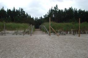"""20 - Dębki [Wejścia na plażę]<br><a href=""""?s=nadmorskie-poi&o=we&id_kat=13&id_m=28&id=213"""">pokaż szczegóły punktu...</a>"""