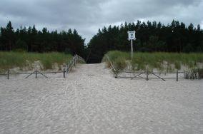 """18 - Dębki [Wejścia na plażę]<br><a href=""""?s=nadmorskie-poi&o=we&id_kat=13&id_m=28&id=215"""">pokaż szczegóły punktu...</a>"""