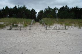 """17 - Dębki [Wejścia na plażę]<br><a href=""""?s=nadmorskie-poi&o=we&id_kat=13&id_m=28&id=216"""">pokaż szczegóły punktu...</a>"""