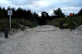 """45 - Karwia [Wejścia na plażę]<br><a href=""""?s=nadmorskie-poi&o=we&id_kat=13&id_m=77&id=236"""">pokaż szczegóły punktu...</a>"""