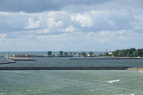 """Port wojenny - Hel [Dawne obiekty wojskowe]<br><a href=""""?s=nadmorskie-poi&o=we&id_kat=72&id_m=52&id=928"""">pokaż szczegóły punktu...</a>"""