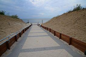 """390.3 km - Dziwnów [Wejścia na plażę]<br><a href=""""?s=nadmorskie-poi&o=we&id_kat=13&id_m=29&id=1047"""">pokaż szczegóły punktu...</a>"""