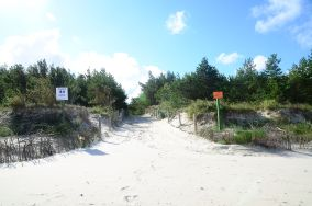 """44 - Karwia [Wejścia na plażę]<br><a href=""""?s=nadmorskie-poi&o=we&id_kat=13&id_m=77&id=237"""">pokaż szczegóły punktu...</a>"""