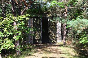 """1117 Schron-garaż - Hel [Dawne obiekty wojskowe - 03 BAS]<br><a href=""""?s=nadmorskie-poi&o=we&id_kat=89&id_m=52&id=2588"""">pokaż szczegóły punktu...</a>"""
