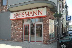 """Drogeria Rossmann - ul. Marynarki Polskiej 40 - Ustka [Apteki i drogerie]<br><a href=""""?s=nadmorskie-poi&o=we&id_kat=2&id_m=217&id=3137"""">pokaż szczegóły punktu...</a>"""