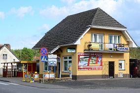 """SGB (sklep spożywczy) - ul. Nowowiejska 14 - Wisełka [Bankomaty i kantory]<br><a href=""""?s=nadmorskie-poi&o=we&id_kat=9&id_m=233&id=981"""">pokaż szczegóły punktu...</a>"""