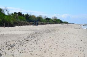 """388.4 km - Dziwnów [Wejścia na plażę]<br><a href=""""?s=nadmorskie-poi&o=we&id_kat=13&id_m=29&id=1399"""">pokaż szczegóły punktu...</a>"""