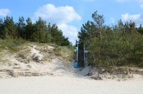 """355.5 km - Mrzeżyno [Wejścia na plażę]<br><a href=""""?s=nadmorskie-poi&o=we&id_kat=13&id_m=120&id=1346"""">pokaż szczegóły punktu...</a>"""