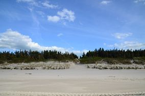 """353.3 km - Mrzeżyno [Wejścia na plażę]<br><a href=""""?s=nadmorskie-poi&o=we&id_kat=13&id_m=120&id=1342"""">pokaż szczegóły punktu...</a>"""