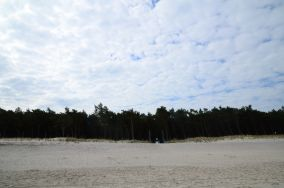 """350.9 km - Mrzeżyno [Wejścia na plażę]<br><a href=""""?s=nadmorskie-poi&o=we&id_kat=13&id_m=120&id=1337"""">pokaż szczegóły punktu...</a>"""