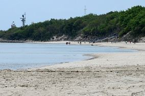 """Park Jedności Narodowej - Kołobrzeg [Wejścia na plażę]<br><a href=""""?s=nadmorskie-poi&o=we&id_kat=13&id_m=84&id=63"""">pokaż szczegóły punktu...</a>"""