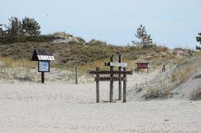 """Czerwony i zielony szlak na Wydmę Łącką [Wejścia na plażę]<br><a href=""""?s=nadmorskie-poi&o=we&id_kat=13&id_m=0&id=1034"""">pokaż szczegóły punktu...</a>"""