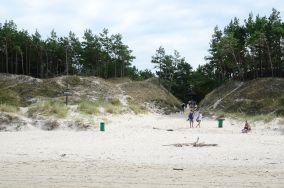 """Czarny szlak do Wyrzutni [Wejścia na plażę]<br><a href=""""?s=nadmorskie-poi&o=we&id_kat=13&id_m=0&id=1035"""">pokaż szczegóły punktu...</a>"""