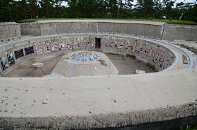 """Muzeum Obrony Wybrzeża - Stanowisko B2 (Bruno) baterii Schleswig Holstein - ul. Helska - Hel [Muzea i zabytki]<br><a href=""""?s=nadmorskie-poi&o=we&id_kat=3&id_m=52&id=18"""">pokaż szczegóły punktu...</a>"""