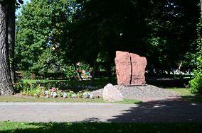 """Pomnik Sybiraków - Gdynia [Pomniki]<br><a href=""""?s=nadmorskie-poi&o=we&id_kat=46&id_m=37&id=4779"""">pokaż szczegóły punktu...</a>"""