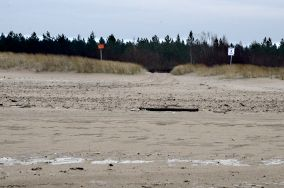 """4 - Gdańsk [Wejścia na plażę]<br><a href=""""?s=nadmorskie-poi&o=we&id_kat=13&id_m=35&id=2229"""">pokaż szczegóły punktu...</a>"""