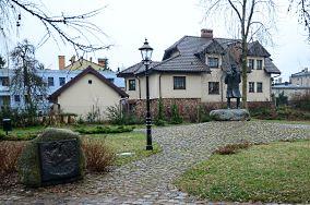 """Pomnik Antoniego Abrahama - Puck [Pomniki]<br><a href=""""?s=nadmorskie-poi&o=we&id_kat=46&id_m=152&id=3714"""">pokaż szczegóły punktu...</a>"""
