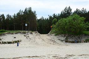 """33 - Krynica Morska [Wejścia na plażę]<br><a href=""""?s=nadmorskie-poi&o=we&id_kat=13&id_m=91&id=2734"""">pokaż szczegóły punktu...</a>"""