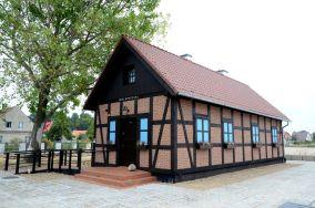 """Dom Morświna - ul. Portowa 111 - Hel [Muzea i zabytki]<br><a href=""""?s=nadmorskie-poi&o=we&id_kat=3&id_m=52&id=3151"""">pokaż szczegóły punktu...</a>"""