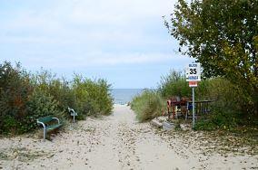 """35 - Kuźnica [Wejścia na plażę]<br><a href=""""?s=nadmorskie-poi&o=we&id_kat=13&id_m=96&id=294"""">pokaż szczegóły punktu...</a>"""