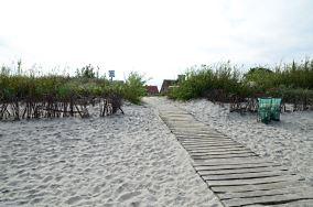 """33 - Kuźnica [Wejścia na plażę]<br><a href=""""?s=nadmorskie-poi&o=we&id_kat=13&id_m=96&id=292"""">pokaż szczegóły punktu...</a>"""
