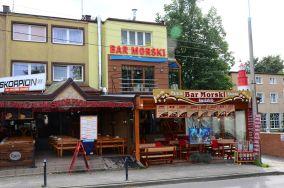 """Tawerna Bar Morski - ul. Królewska 7 - Jastrzębia Góra [Restauracje, bary i kawiarnie]<br><a href=""""?s=nadmorskie-poi&o=we&id_kat=5&id_m=61&id=2530"""">pokaż szczegóły punktu...</a>"""