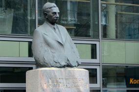 """Pomnik Eugeniusza Kwiatkowskiego - Gdynia [Pomniki]<br><a href=""""?s=nadmorskie-poi&o=we&id_kat=46&id_m=37&id=3677"""">pokaż szczegóły punktu...</a>"""