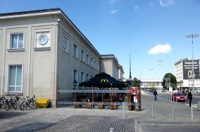 """McDonald's - Pl. Konstytucji 1 - Gdynia [Restauracje, bary i kawiarnie]<br><a href=""""?s=nadmorskie-poi&o=we&id_kat=5&id_m=37&id=4130"""">pokaż szczegóły punktu...</a>"""