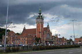 """PKP Gdańsk Główny - ul. Podwale Grodzkie 1 - Gdańsk [Stacje i przystanki kolejowe]<br><a href=""""?s=nadmorskie-poi&o=we&id_kat=11&id_m=35&id=35"""">pokaż szczegóły punktu...</a>"""