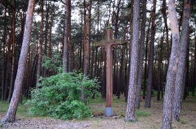 """Krzyż - Łeba [Krzyże i kapliczki]<br><a href=""""?s=nadmorskie-poi&o=we&id_kat=105&id_m=107&id=4176"""">pokaż szczegóły punktu...</a>"""