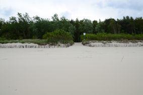 """17 - Chałupy [Wejścia na plażę]<br><a href=""""?s=nadmorskie-poi&o=we&id_kat=13&id_m=18&id=275"""">pokaż szczegóły punktu...</a>"""