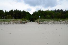 """18 - Chałupy [Wejścia na plażę]<br><a href=""""?s=nadmorskie-poi&o=we&id_kat=13&id_m=18&id=276"""">pokaż szczegóły punktu...</a>"""