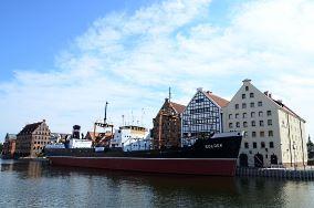 """Statek-muzeum Sołdek - ul. Ołowianka 9/13 - Gdańsk [Muzea i zabytki]<br><a href=""""?s=nadmorskie-poi&o=we&id_kat=3&id_m=35&id=2461"""">pokaż szczegóły punktu...</a>"""