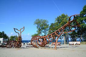 Wieloryby - Rewal [Pomniki]