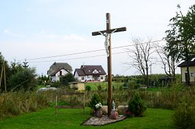 """Krzyż przydrożny - Gąski [Krzyże i kapliczki]<br><a href=""""?s=nadmorskie-poi&o=we&id_kat=105&id_m=34&id=4664"""">pokaż szczegóły punktu...</a>"""