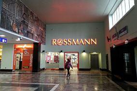 """Drogeria Rossmann - Pl. Konstytucji 1 - Gdynia [Apteki i drogerie]<br><a href=""""?s=nadmorskie-poi&o=we&id_kat=2&id_m=37&id=4139"""">pokaż szczegóły punktu...</a>"""